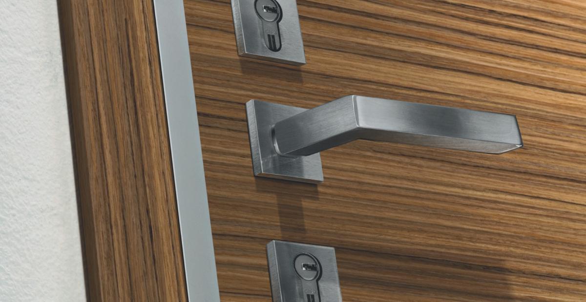 La maniglia per porta blindata: tipologie e rifiniture